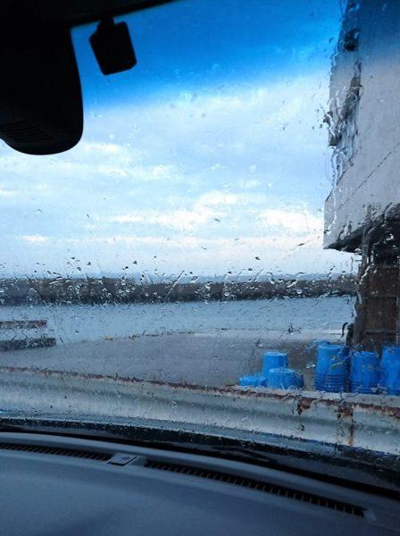 雨は厄介です。