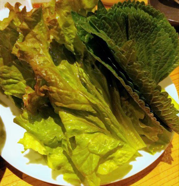 サンチュセット(480円)。韓国焼肉は野菜も一緒に摂れるから良いですよね。