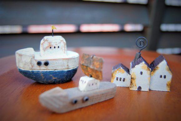 僕が今回購入した作品。『船2隻』と『くるくるハウス』。僕の祖父は漁師だったせいか、海に行きたくなるような作品です。