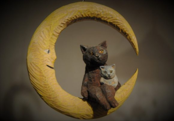 メルヘンで可愛らしい猫と月です。