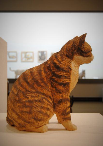 猫の曲線美、猫好きにはたまらないです。