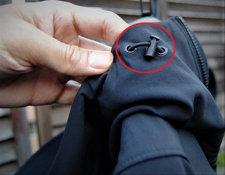 左右にあるネック部分の調節が可能。