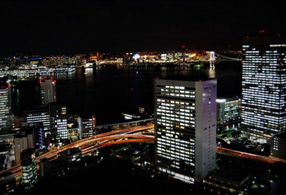 東京港、レインボーブリッジを望む。