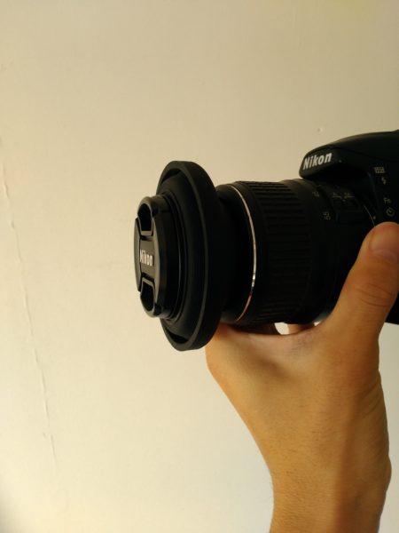 D3000_レンズフード (Nikon) (使用しないときはシリコン製なので引っ込めることもできます。)