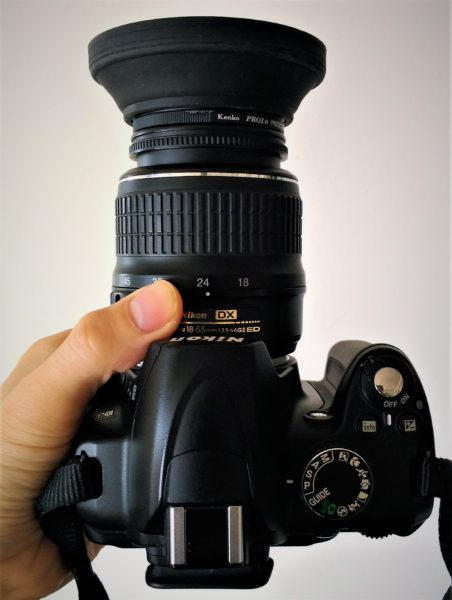 D3000_レンズフード (Nikon) (上から見た図。)