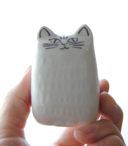 白猫には「塩」を入れましょう。