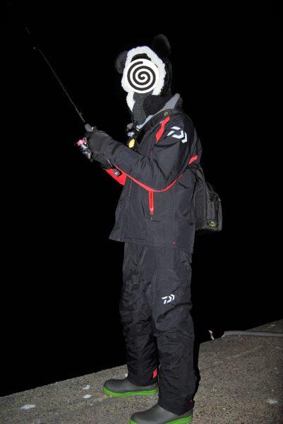 防寒ばっちりのハゼオ。冬の釣りはこれくらいの完全武装が望ましいです。