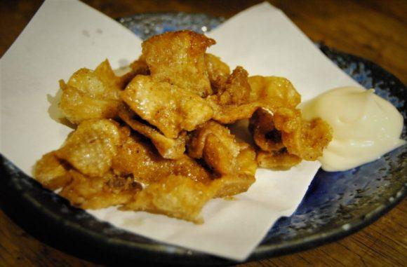 鶏皮せんべい(450円)。