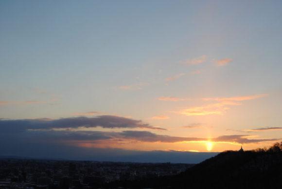 7:19 まだ朝日が雲に反射しています。火柱みたいです。