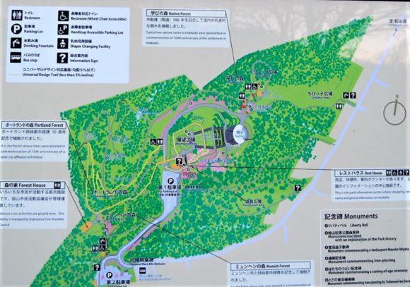 園内マップ森の散策路やピクニック広場があります。