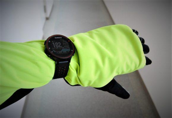 ガーミン235J、手袋はナイキです。ODLOのジャケットは手の甲まで伸びるから機能性抜群。