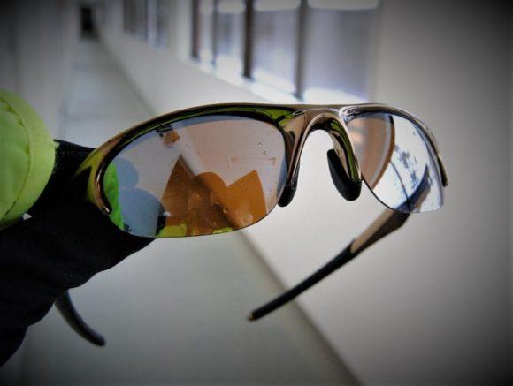 学生時代から10年近く使用のオークリーサングラス。