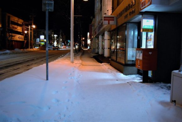 澄川駅付近の平岸街道。