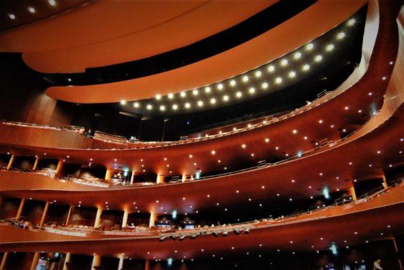 赤を基調としたオペラハウス。