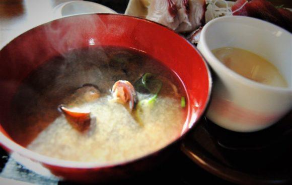 あさりのお味噌汁と茶わん蒸し。