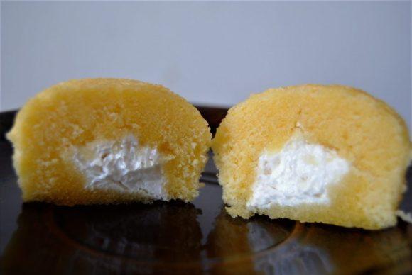 カットすると、よだれもののミルククリームが登場!これは美味いに決まってるだろ…。