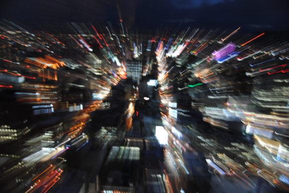 夜景が飛び込んできたような写真が撮れます。