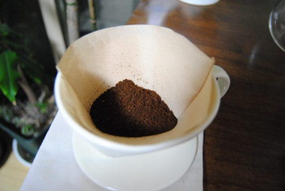 珈琲豆をセットした様子。