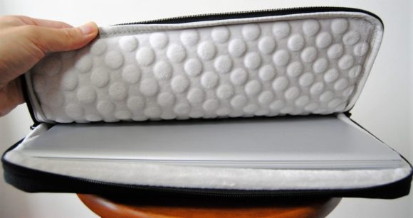 SurfaceBook2(13.5インチ)も保護ケースにピッタリ。