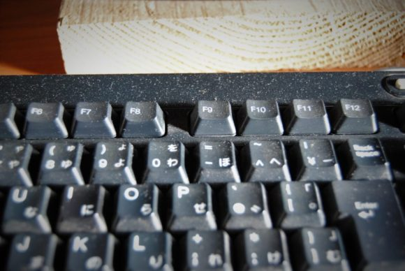Before ほこりまみれのキーボード