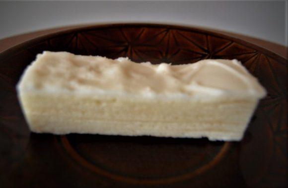 ミルクチョコレートの表面にザラメがうっすらとまぶしてます。