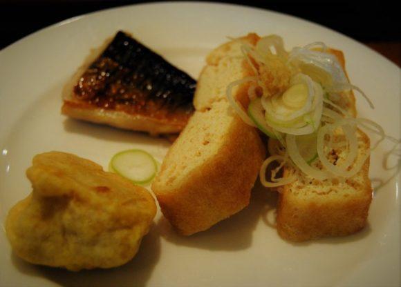 鯖の塩焼き、栃尾の油揚げ、からしレンコン。