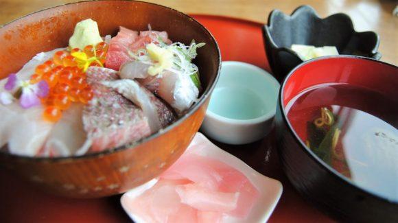 見た目がGOODな海鮮丼定食。