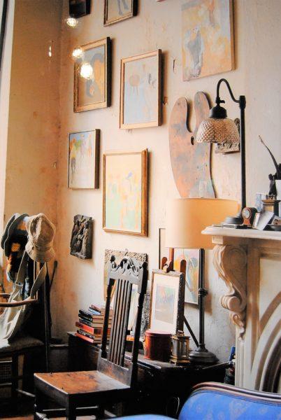 壁に飾られているのはソールライターのもの作品?
