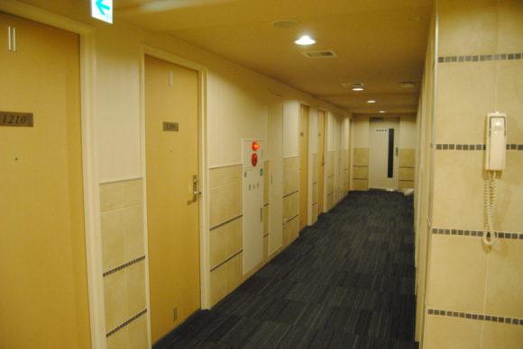 廊下は明るくてGOOD。