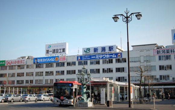新潟駅万代口から歩いて行けます。