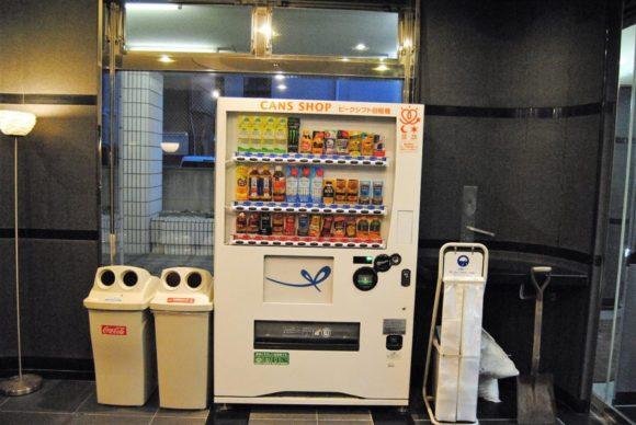 1階の自動販売機。