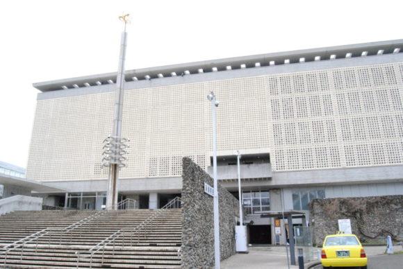 新潟県民会館。