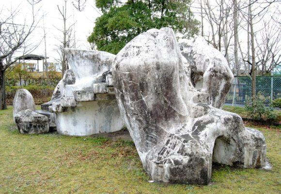 岡本太郎の作品みたいな縄文的な要素を感じる。