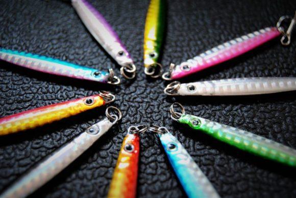 カラーは、シルバーからブルー系・グリーン系・ピンク系・パープル系・オレンジ系と10色をワンパックにセット。