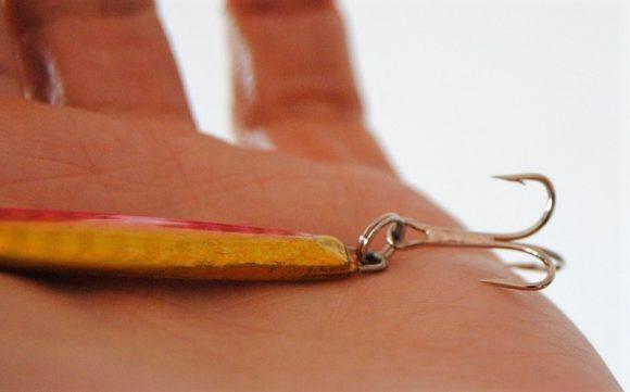 針が3本に枝分かれしてる「トレブルフック」