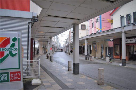 商店街はJAZZやクラシックなどのBGMがスピーカーから流れています。
