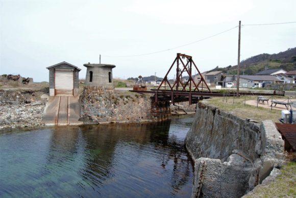 トラス橋とクレーン台座