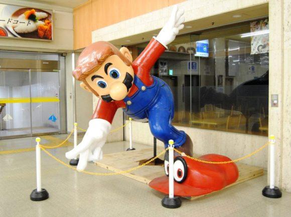 ターミナルの隅っこにはなぜかマリオがいる・・・。