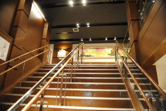 上の階へ上がってみます。