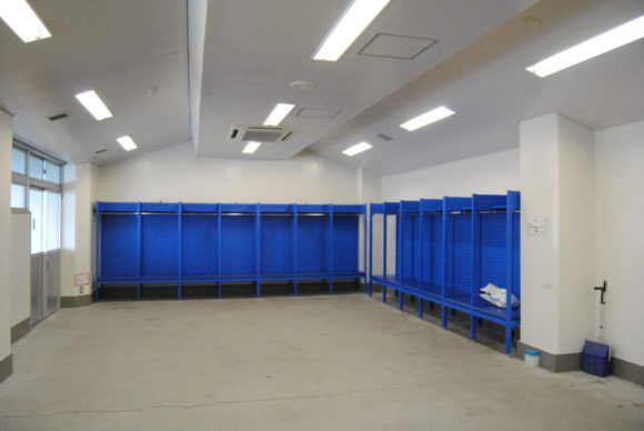 新潟陸上競技場の更衣室。