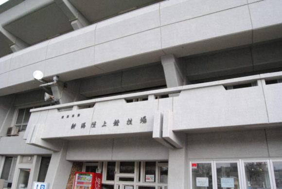 陸上競技場入口のアップ図。