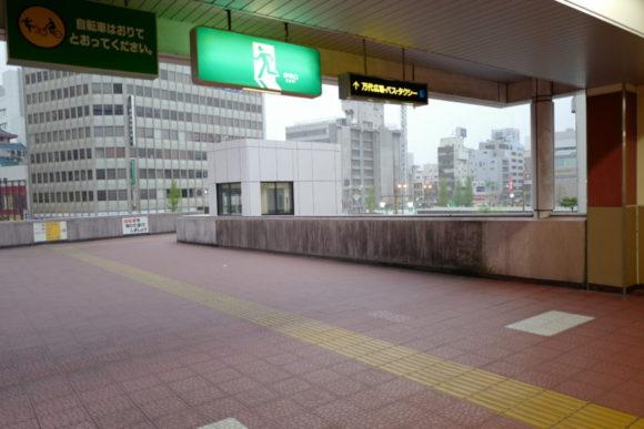 新潟駅万代口からホテルに向かう。