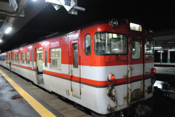 新津駅で乗り換え。