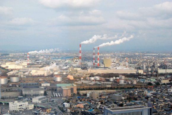 東側は工場萌え。