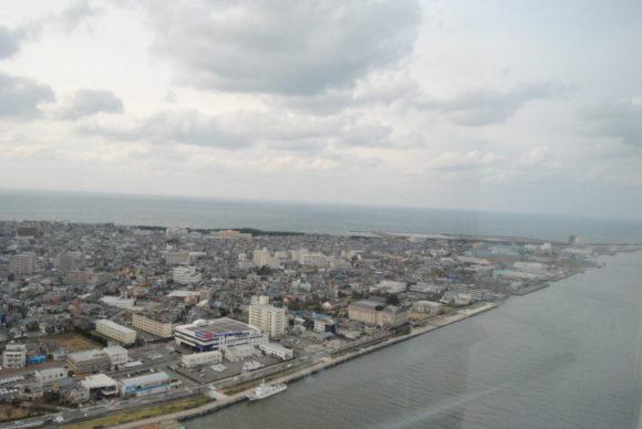 新潟島の形がよくわかります。
