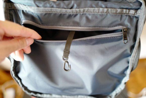 ポケット内にキーリングもついてる。