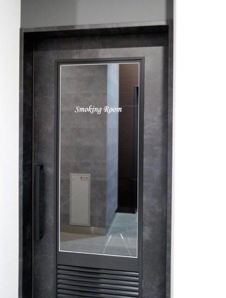 1階には喫煙室もある。