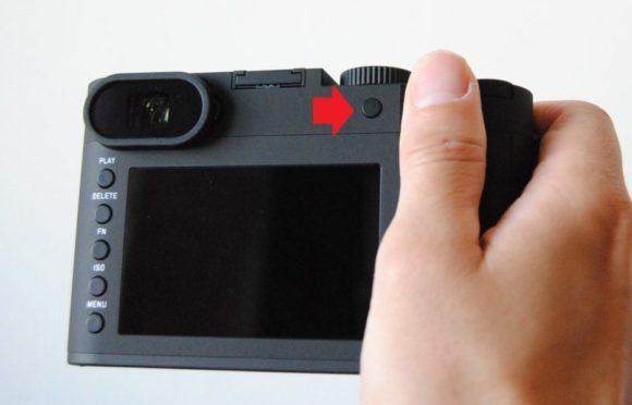 サムボタンで焦点距離が変えられる。