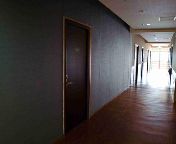 ホテルの廊下の様子。