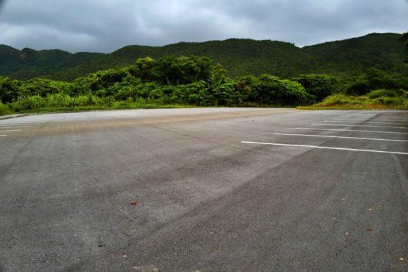 忘勿石の駐車場